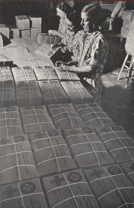 Stringing-parcels-in-a-JWO-packing-centre
